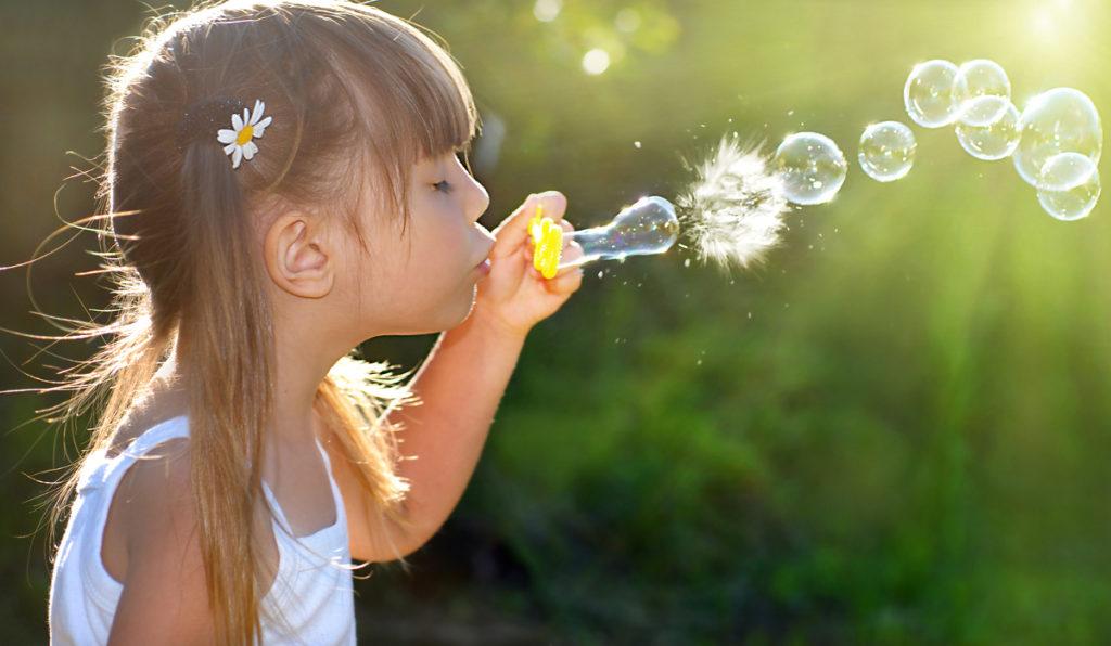 Seifenblasen sind der Spielspaß für Jung und Alt